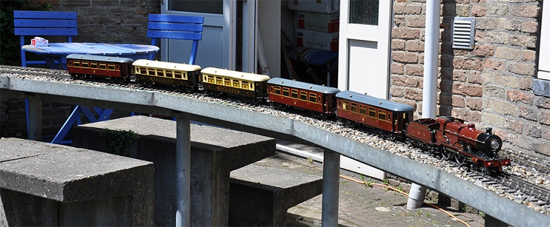 Hornby Compound with Saloon coaches