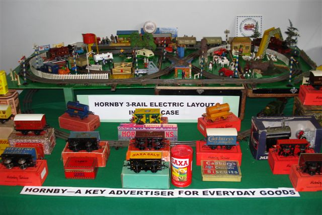 Hornby suitcase 0-gauge layout