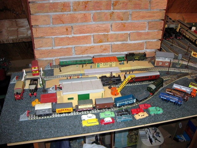 Hornby Dublo goods shed