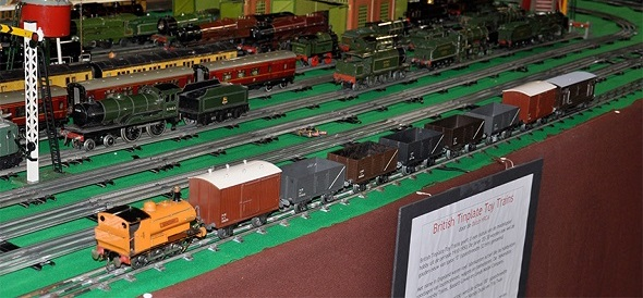 Bonds Bonzone with LMC bakelite goods wagons